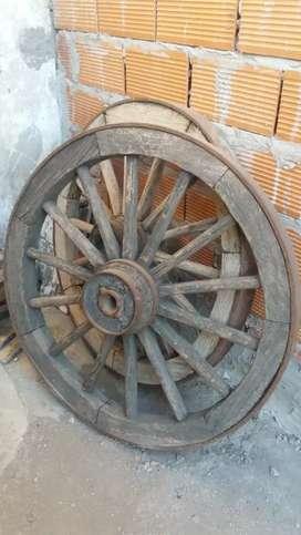 Vendo rueda de carro antigüa