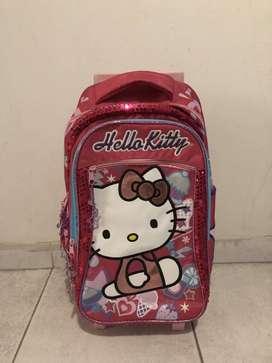 Mochila Hello Kitty con carrito