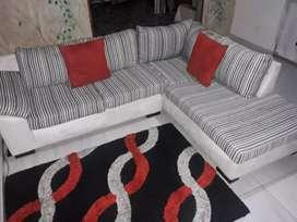 Juego de muebles, espejos y alfombra