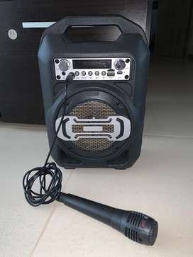 Parlante portatil con microfono de karaoke