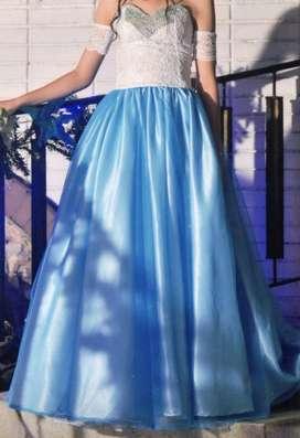 Vestido celeste, exclusivo para quinceañera