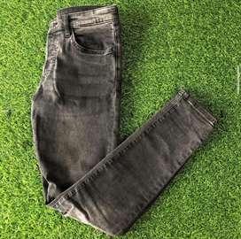 Jean H&M negro usado
