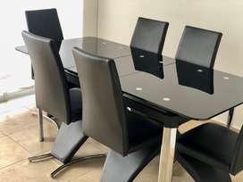 Comedor en Vidrio Templado Expansible (expandible)4 - 6 - 8 Puestos (1,85 x 85) con 6 sillas en Cuero y patas cromadas