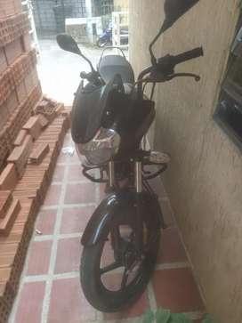 La moto esta en buen estado todo original