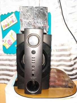 Cine en casa marca sony modelo SRS-DB500