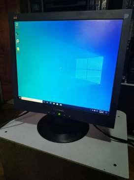 Pantalla monitor computador excelente estado. Sin manchas