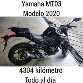 Moto Yamaha MT03