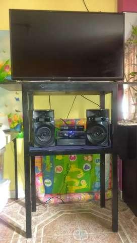 Mesa para equipo de sonido y TV , sola