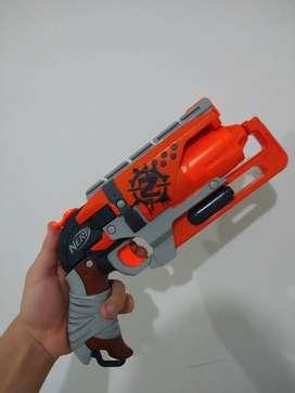 Vendo pistola nerf versión zombie