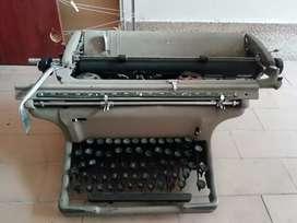 """Maquina de escribir """"reliquia"""""""