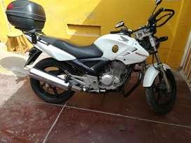 SE VENDE MOTO TWISTER 250
