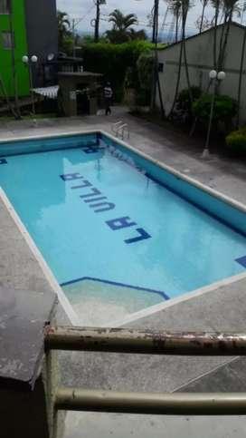 Se alquila apartamento  en muy buen estado  tres cuartos, cocina integral, segundo piso con piscina