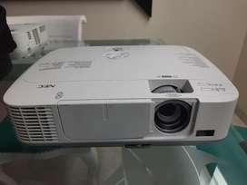 Vendo Proyector NEC, HDMI 3500lumen, XGA, favor solo por WhatsApp