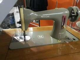Máquina de coser a pedal marca necchy 5000