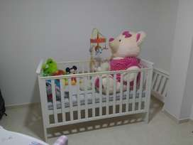 Cuna 4 en 1: se convierte facilmente de la cuna a la cama pra niños pequeños