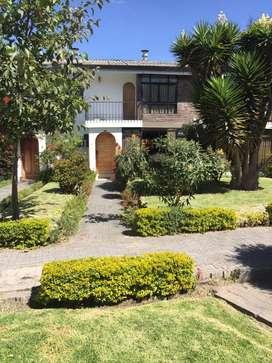 hermosa casa de venta de 150 metros al norte de Quito, sector el Inca