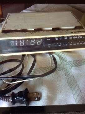 Radio despertador Nippon
