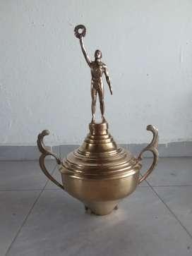 Trofeo en bronce antiguo