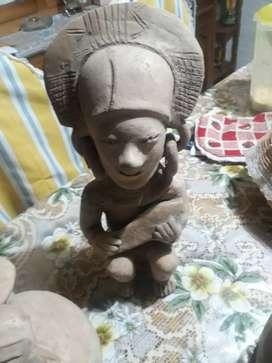 Figuras arqueológicas antiguas para exibicion