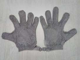 Se venden guantes en acero