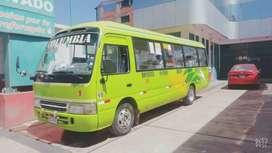 Bus de 2 puertas y 24 pasajeros