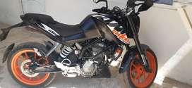 Se  vende moto ktm  duke 200 en buen estado.