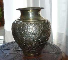 Antiguo florero de plata tallada - (Se retira x BELGRANO, C.F.)