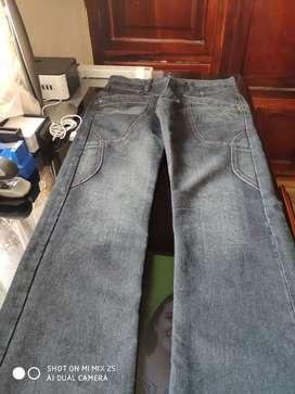 Pantalones jean, azul y negro. Nuevos. Talla 28