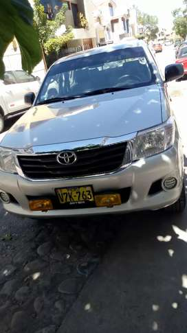 Vento camíoneta 4*4 Toyota Hilux estado impecable uso particular placa de Arequipa servicios en concesionaria toyota