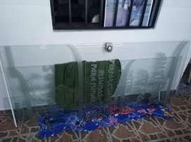 Se vende puerta batiente en vidrio templado