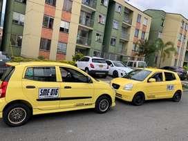 Dos taxis individual todo aldia, hay uno de placa estrella y otro sabaneta pero tarjeta de operacio de la estrella