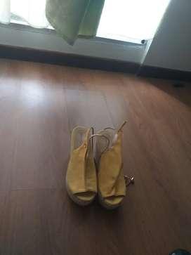 Zapatos como nuevos diferentes precios y diferentes tallas