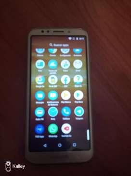 Vendo Motorola e5 play con cámara principal 8 no,cámara frontal de 5 mp,capacidad de almacenamiento de 16 GB.