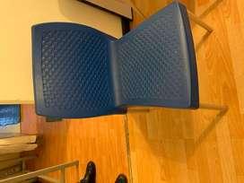 Combo de dos sillas plasticas - patas metalicas
