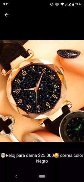 Reloj Dama, color negro con dorado.