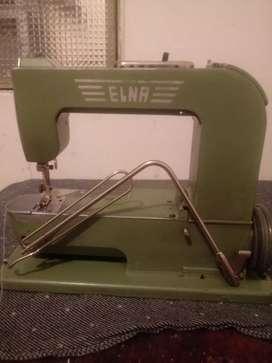 Máquina de coser marca elna