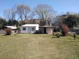 se vende terreno con 2 cabañas y quincho vidriado. Ubicado en villa ciudad américa