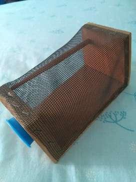 Cajita jaula de madera y tejido de alambre para transportar insectos bichos BUG INN