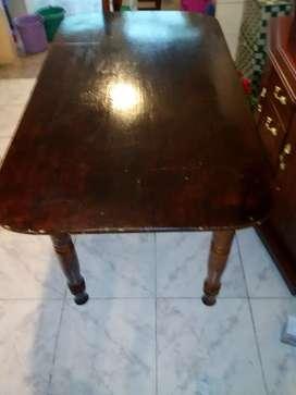 Vendo mesa de comedor  de madera precio