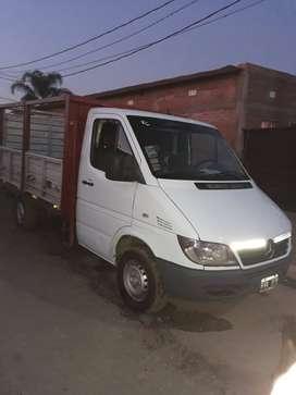Sprinter tipo utilitario con caja de carga de 1500kg hasta 1700kg.