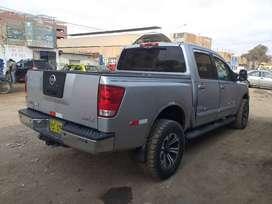 Vendo camioneta 4x4 nissan  TITAN V8