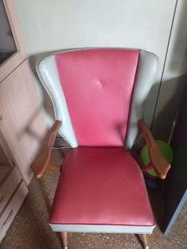Vendo dos sillones de cuero originales un cuerpo. Impecables.