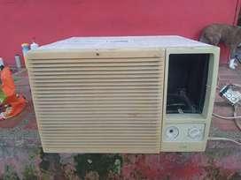 Se vende aire de ventana de 12000 a 220 voltios