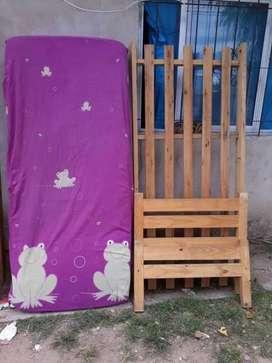 Cama de una plaza ,de pino  y colchón marca suave gon