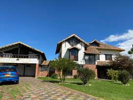 Venta de lote con casa en Cajica