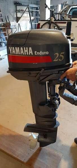 Motor yamaha fuera de borda 25hp casi nuevo