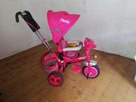 Triciclo paseador niña