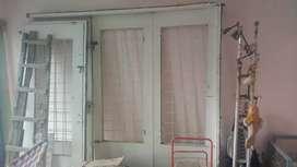 Porton y puerta de hierro