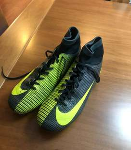 Zapatillas CR7 para Fútbol en pasto.