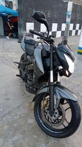 Moto Pulsar NS200 ABS.